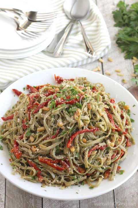 Spinach Spaghetti with Sun-Dried Tomatoes