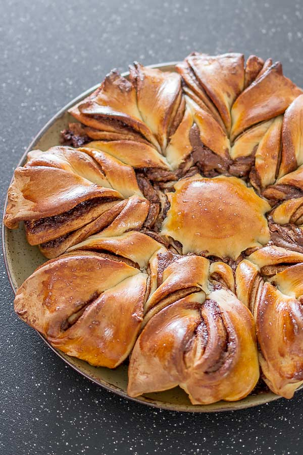 Nutella Twist Pull-Apart Bread